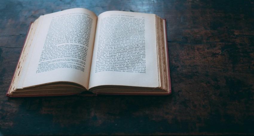 はじめて文章を書く人に贈る!ライティングにおすすめの本2冊と活用方法